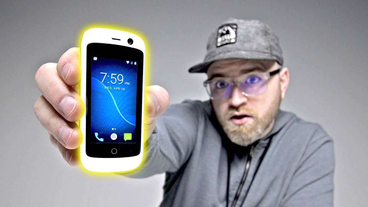 Unboxing The World's Smallest 4G Smartphone thumbnail