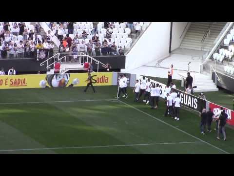 Campeões mundiais, jovens do Sub-17 recebem homenagem na Arena