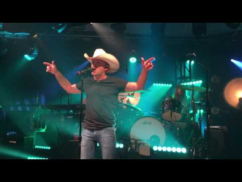"Tailgate Watch: Justin Moore Performs The Title Track Off His New Album ""Kinda Don't Care"" Mp3"