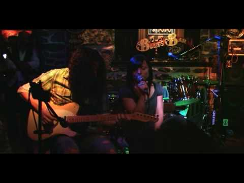 Babe I'm Gonna Leave You~Led Zeppelin~Kharen and Rob Live at Bistro à Jojo