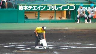 阪神園芸のお仕事、丁正確無比な白線を引く。大阪桐蔭対仙台育英5回終了後。第99回全国高校野球選手権大会