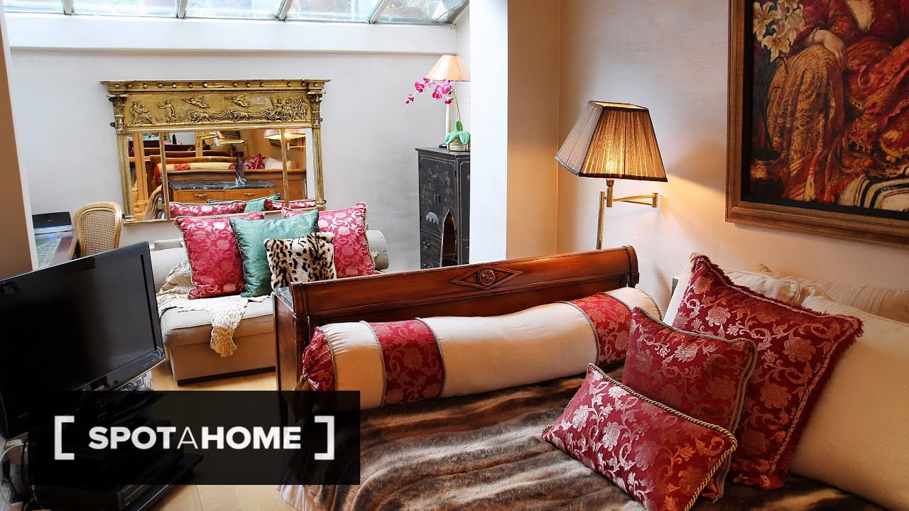 Bohemian Room with Double Bed in Luxury Victorian House in Kensington, Close to the Station