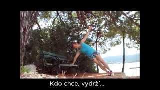 Outdoor workout - posilování na lavičce