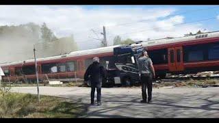 videos de risa camión atascado en el ferrocarril
