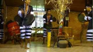 Вьетнамские танцы с бубном