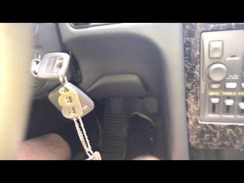 PKW starten mit Zündschlüssel PKW Motor eines Fahrzeugs anlassen Volvo V70 Anleitung