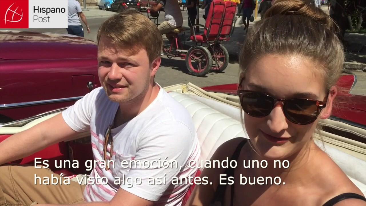Vehículos clásicos captan la atención de turistas en Cuba