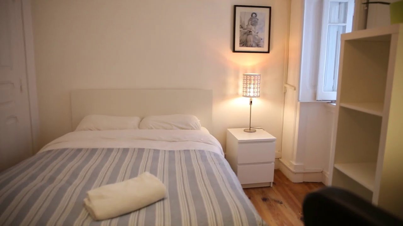 Double bed in Lovely rooms to rent in 5-bedroom apartment in Arroios