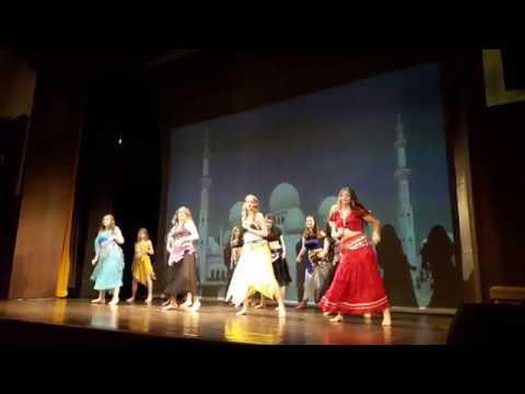Divadelní představení Lotrando a Zubejda - taneční klub Slimka