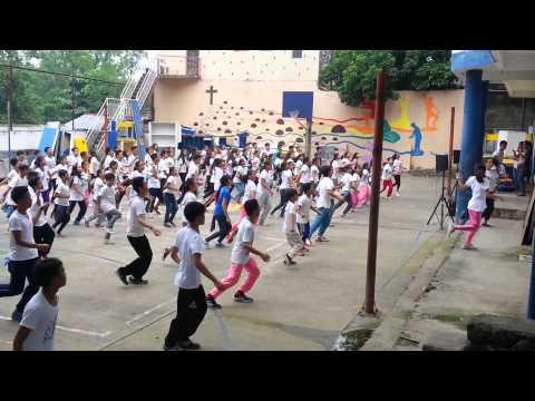 Kung paano mangayayat sa lugar ng tiyan
