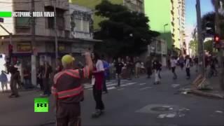 Автомобиль наехал на группу скейтбордистов в Сан-Паулу