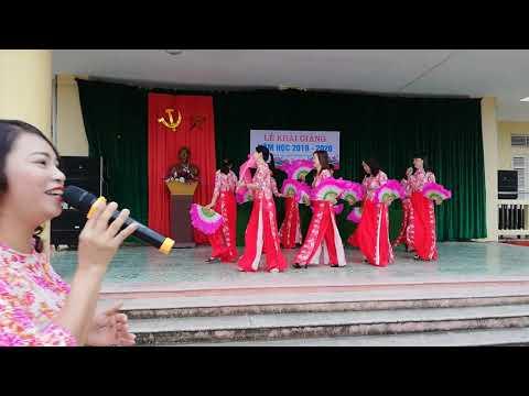 Hát múa yêu lắm Thái Bình ơi do tốp nữ trường THCS Lương Thế Vinh biểu diễn