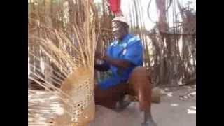 preview picture of video 'Artisanat à Finthiock en Casamance : Fabrication d'un panier'