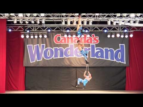 Canada's Wonderland: китайские акробаты показывают класс