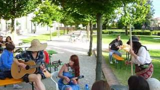 preview picture of video 'Sunny Sunday Jam at Caldogno Ukulele Meeting'