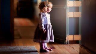Девочка, ты к кому? Я маму ищу, вы её не видели? Там пять лет уже никто не живет!