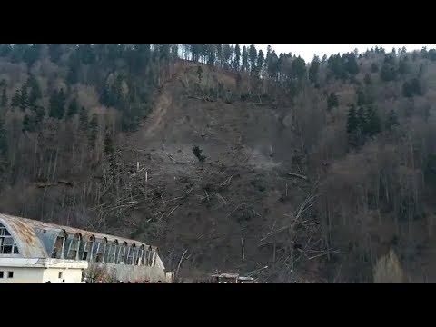 Primăria Azuga vrea să contruiască blocuri sociale după alunecarea de teren de pe Muntele Sorica