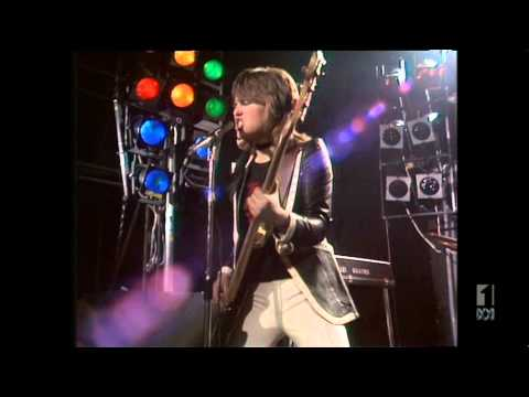 Suzi Quatro - Tear Me Apart (COUNTDOWN April 3rd, 1977)