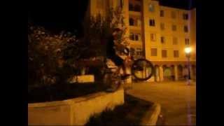 preview picture of video 'Une démonstration de quelque figures de dirt street djelfa YUHANZO'