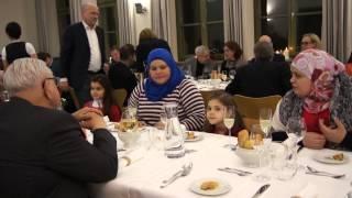 preview picture of video 'Charity Dinner Silvesterabend 2014 Regensburg Über den Tellerrand kochen: 6 Gänge aus 6 Kulturen'