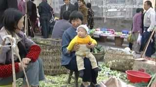 preview picture of video 'Wanzhou, Market, Chongqing - China Travel Channel'