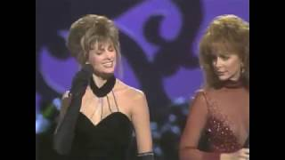 Reba McEntire - Does He Love You ACM Awards 1993 & 2018