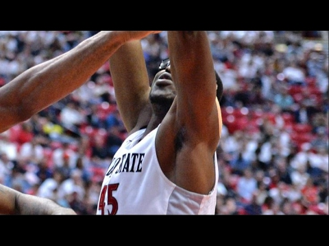 San Diego State Center Valentine Izundu Cleans Glass With Block | CampusInsiders