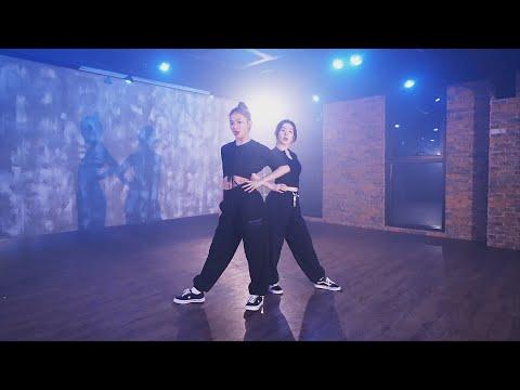 Red Velvet – IRENE & SEULGI '놀이 (Naughty)' Choreography Video