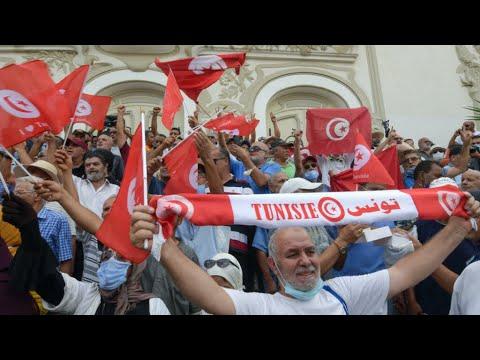 En Tunisie, une manifestation contre le coup de force de Kaïs Saïed • FRANCE 24