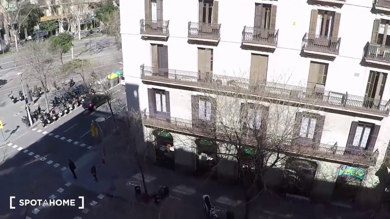 Double Bed in Rooms for rent in furnished 6-bedroom apartment in Eixample Dreta