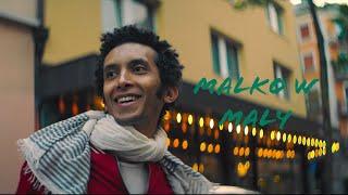 Abdullah Alhussainy - Malko w Maly | عبد الله الحسيني - مالكو و مالي (Official Music Video) تحميل MP3