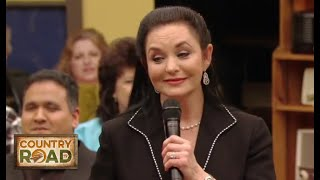 """Video thumbnail of """"Crystal Gayle - Don't It Make My Brown Eyes Blue"""""""