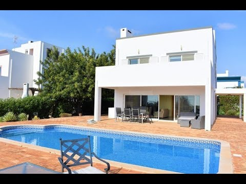 T4 Spacious Villa + Pool with Stunning Views over Tavira