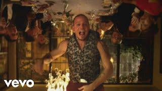 Vamos A Portarnos Mal - Calle 13 (Video)