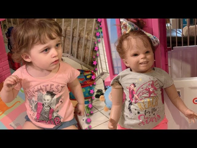 Baby Ayla and Little Mary Charlotte are siwanators!