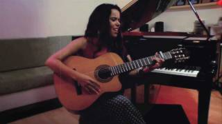 "Beatriz Luengo ""Alguien (Use Somebody)"" - Acústico"