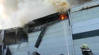 preview picture of video 'Gasilci PGD Loka pri Mengšu - Požar hladilnice Niko transport, Moste pri Komendi, 17.11.2009'