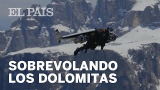 Un 'hombre avión' sobrevuela los Dolomitas a 400 km/h