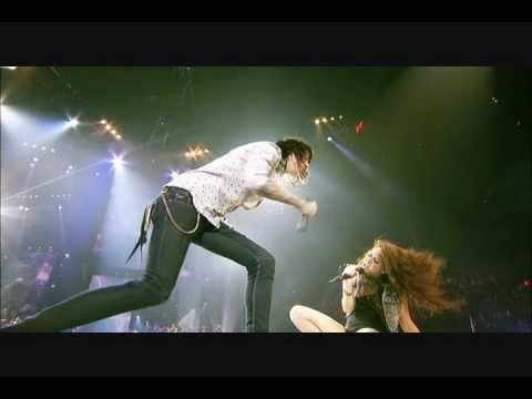 Música Hovering (Ft. Mley Cyrus)