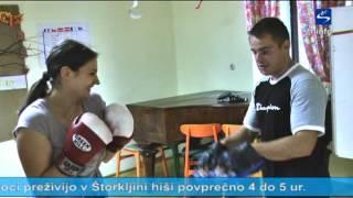 preview picture of video 'Skala TV info - aktualno Počitniški četrtek v Štorkljini hiši z boksarjem Aljažem Venkom'