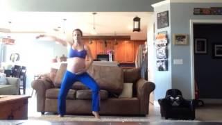 Смотреть онлайн Будущая мама танцует на последнем месяце беременномсти