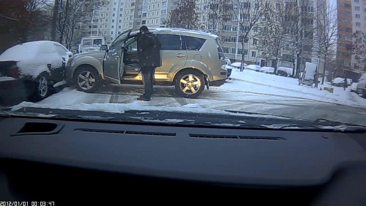 Минский любитель летней резины в снегопад