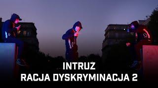 Kadr z teledysku Racja dyskryminacja 2 tekst piosenki Intruz
