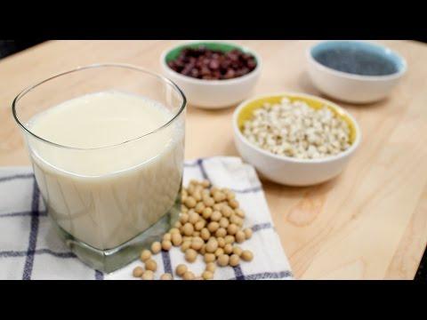 How to Make Soy Milk นำ้เต้าหู้ - Hot Thai Kitchen!