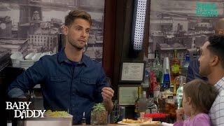 Scène Tucker/Ben au bar (vo)