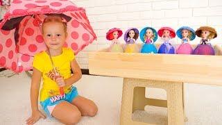 Настя собирает сюрпризы и куклы под дождём Видео про игрушки Nastya pretend play with toys and dolls