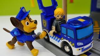 #Мультики про паровозики #БРИО. Распаковка полицейского участка 🚔. Остров поездов Brio. #Диди ТВ