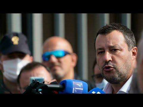 Début du procès de Matteo Salvini jugé pour avoir bloqué des migrants en mer • FRANCE 24