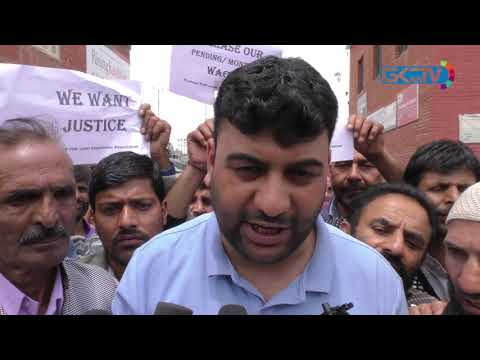 PHE dailywagers protest in Srinagar to demand pending wages