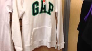 США. Шоппинг, огромные Скидки в магазине одежды GAP.
